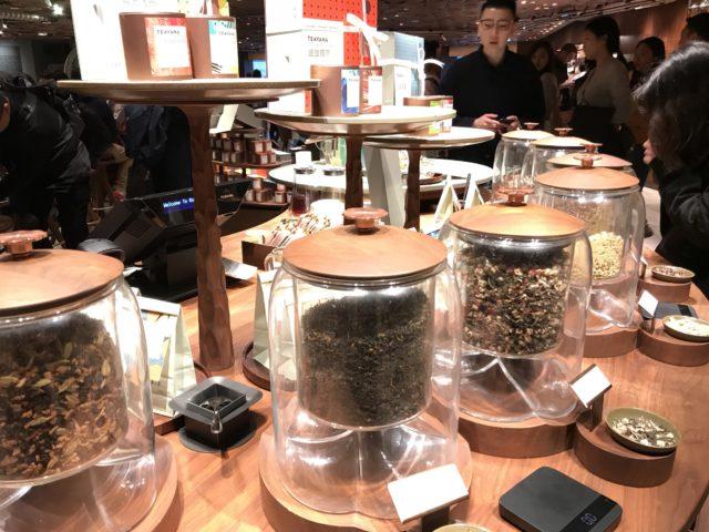 ロースタリー上海2階で売られている、TEAVANAの茶葉