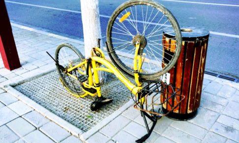 空から降ってきたシェア自転車で男性が死亡