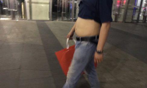 中国では夏になるとお腹を出す男性が現れる