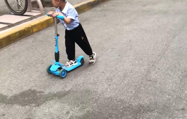 中国の子供たちに大ブームのスクーター|リモートガール