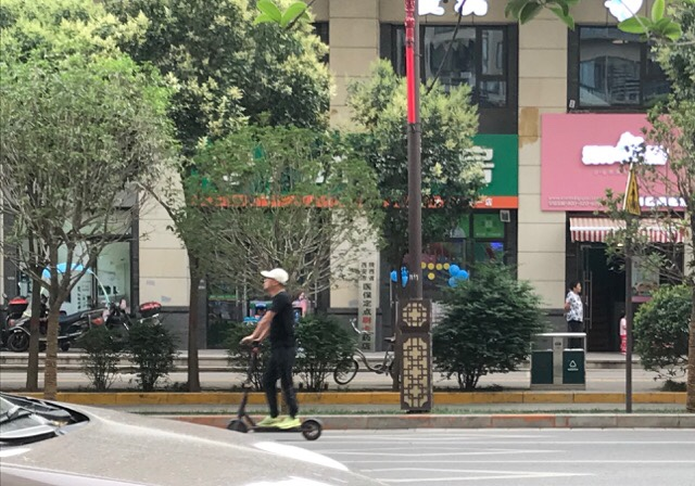 中国は電子スクータ・バイクの免許が不要|リモートガール