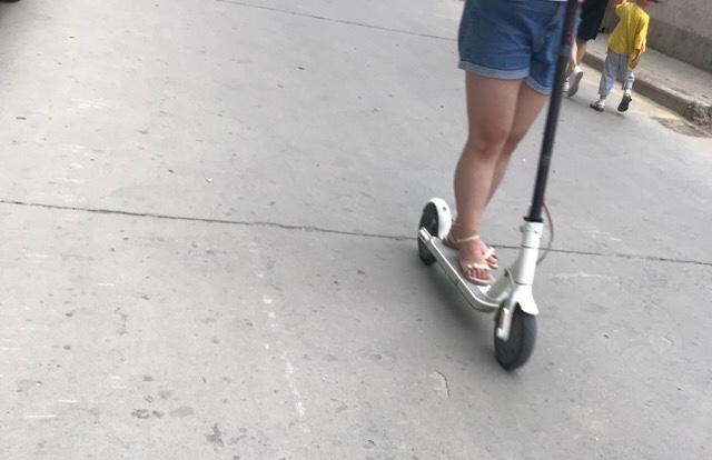 中国で大流行中の電動スクーター