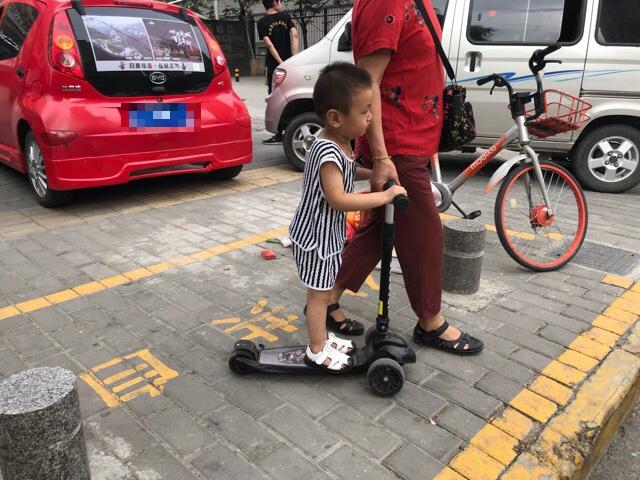 子供たちの間でも広がるスクーター熱|リモートガール